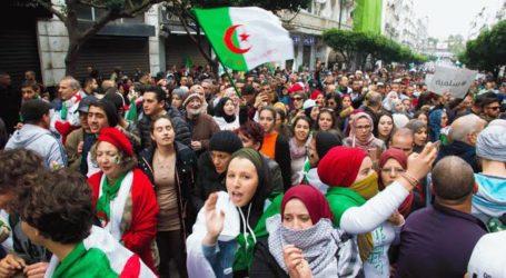Ribuan Warga Aljazair Suarakan Gerakan Protes Hirak