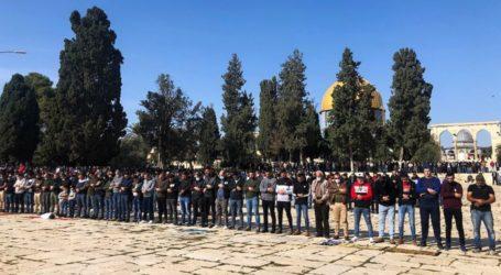 Dilarang Israel, 20 Ribu Jamaah Tetap Shalat Jumat di Al-Aqsa