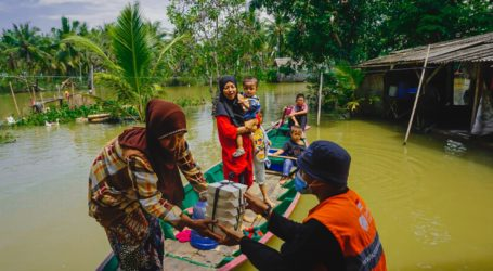 Rumah Zakat Salurkan Makanan Siap Saji untuk Korban Banjir Bekasi