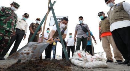 Jejak Doni Monardo Merawat Benteng Terdampak Gempa dan Tsunami di Pantai Kota Pariaman