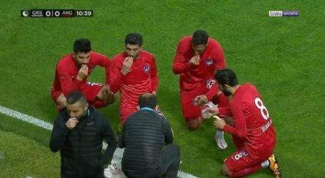 Adzan Maghrib, Pemain-Pemain Sepakbola Ankara Keciorengucu Buka Puasa Dulu