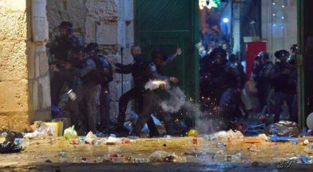 Lebih dari 200 Warga Palestina Terluka dalam Serangan Polisi Israel di Masjid Aqsa