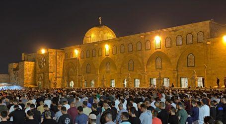 Sekitar 90 Ribu Warga Palestina Sholat Tarawih di Masjid Al-Aqsa