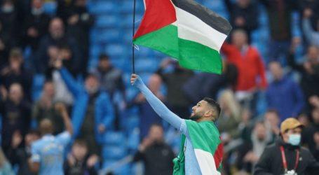 Riyad Mahrez Kibarkan Bendera Palestina Saat Man City Menang 5-0