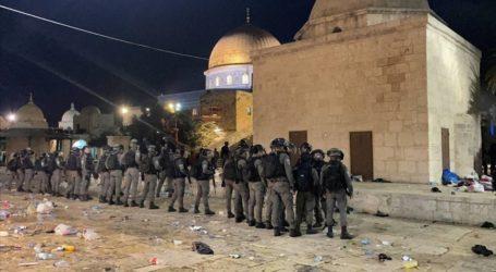 Polisi Israel Serang Jamaah di Dalam Masjid Al-Aqsa