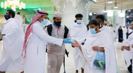 Masjidil Haram Bagikan 200.000 Botol Air Zamzam pada Malam 27 Ramadhan