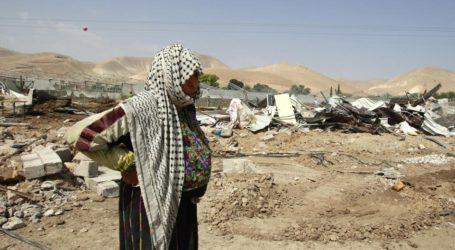Keluarga Badui Palestina Mengungsi karena Serangan Pasukan Israel