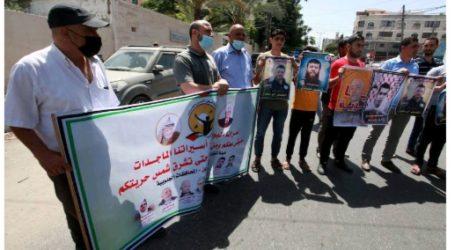 Aksi Mendukung Para Tahanan Palestina yang Mogok Makan