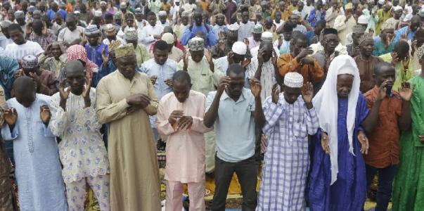 Komunitas Muslim Ihima, Nigeria Mengangkat Syeikh Abdul Malik Menjadi Alfa Ozoku