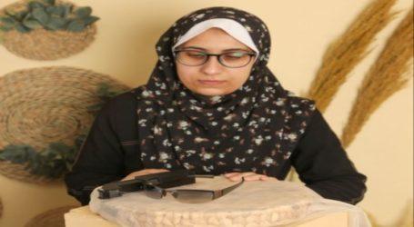 Seorang Muslimah Insinyur Gaza Ciptakan Kacamata Pintar Untuk Disabilitas Pendengaran
