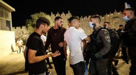 Para Pemuda Hadang Pasukan Israel di Gerbang Yerusalem, Dua Ditangkap